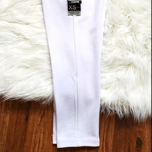 New Nygard Slims Capri style pant
